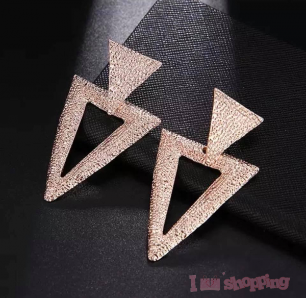 Lady Triangle Design Earring